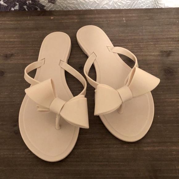 Cream Plastic Bow Sandals Flip Flops Sz 37 NWOT